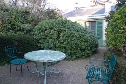 Exploring Passy-Paris-Balzac Garden