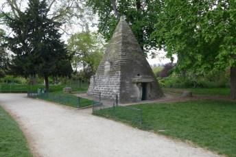 Parc Monceau Paris - Egyptian pyramid