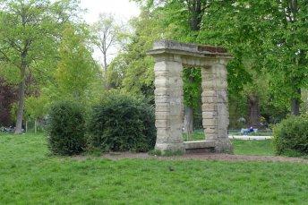 Parc Monceau Paris - Antique doorway