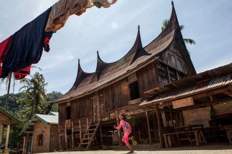 Dari 76 rumah gadang di Kampung Adat Nagari Sijunjung, tidak ada satupun berdiri bangunan rangkiang di halamannya. © NGI