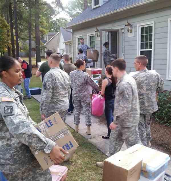 military volunteers help dying soldier-FortBraggHdqr