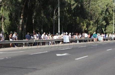Givat Haviva-line-of-peace-demonstrators-FB-watermark-bukjaDOTnet