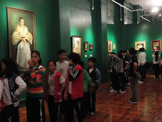 Students in the National Museum