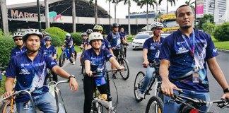 Globe employees join Bike2Globe launch.
