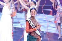 Catriona Gray crowns Puteri Indonesia, advocates women empowerment and positivity