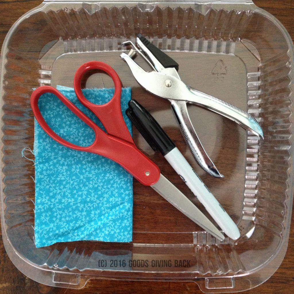 how to make a luggage tag from 6 plastic goods giving back