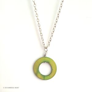 Green mother of pearl charm circle neckalce