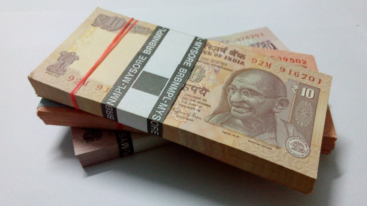 Government to Print Plastic Currency Soon