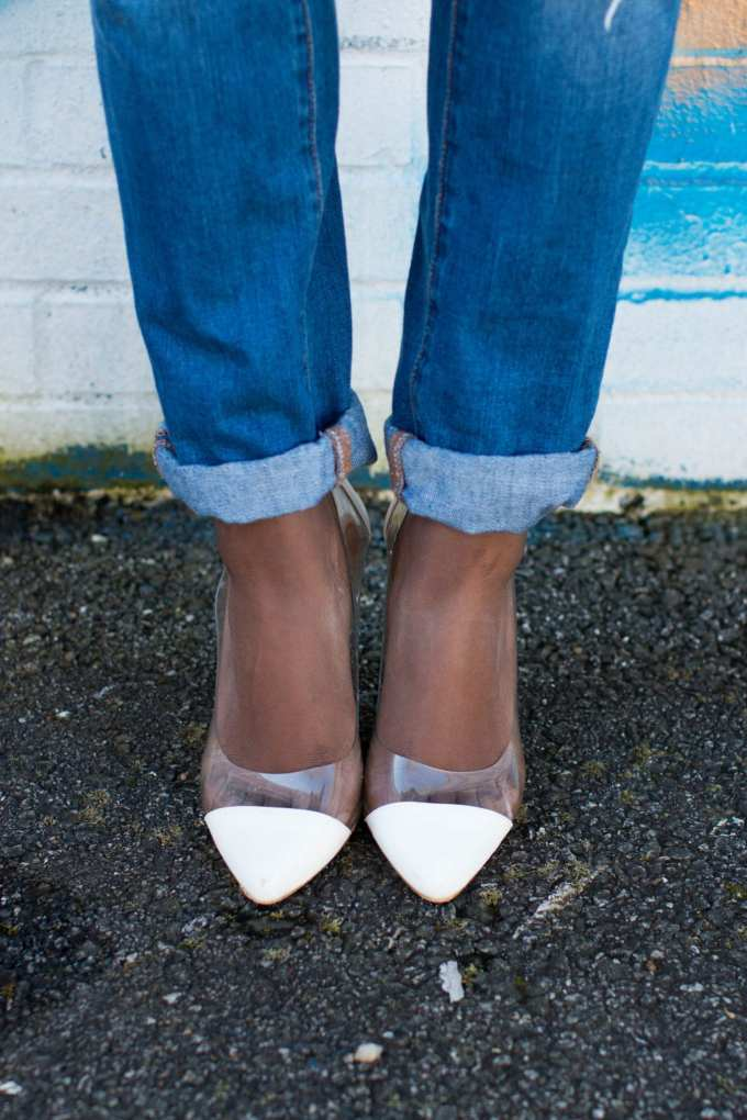 White Heels + Cuffed Boyfriend Jeans on GoodTomiCha