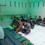 Setelah Sholat Jumat, Tahanan Polsek Medan Baru Beragama Islam dan Nasrani Makan Siang Bersama