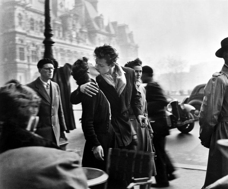 بوسه در کنار تالار شهر