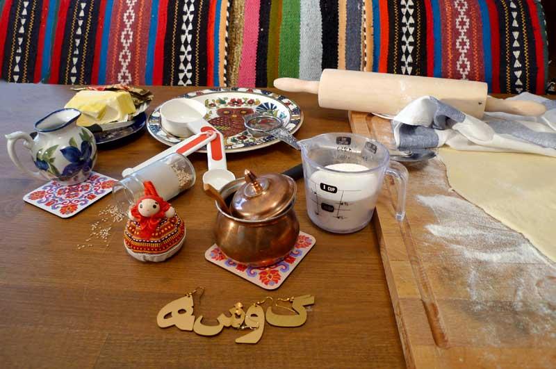 صبحانه: نان رول تازه و مربای خانگی
