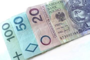 Банк в Польше предложил украинцам выгодные условия для перевода денег на Родину