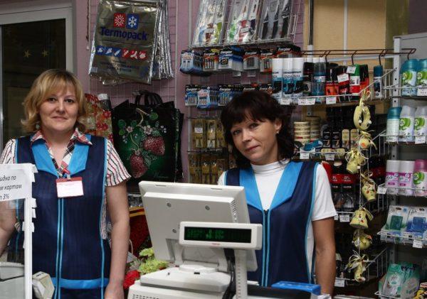 """Рабочие из Украины """"выходят к людям"""". Все больше украинцев  работают в магазинах, ресторанах и отелях"""