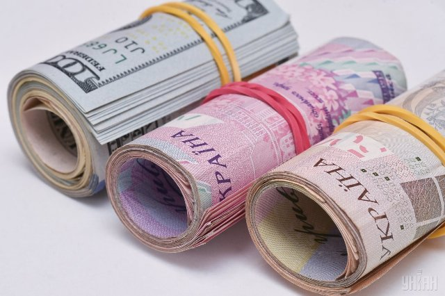 У НБУ розповіли, скільки грошей переказали заробітчани з початку року