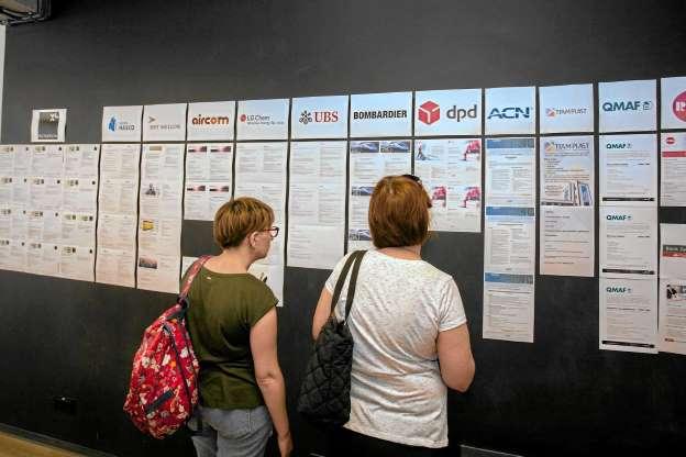 Лише 6% українців в Польщі погоджуються працювати за мінімальну платню
