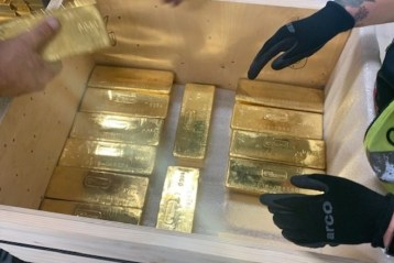 Як золото на мільярди долларів таємно перевезли з Лондону до Польщі. Фото