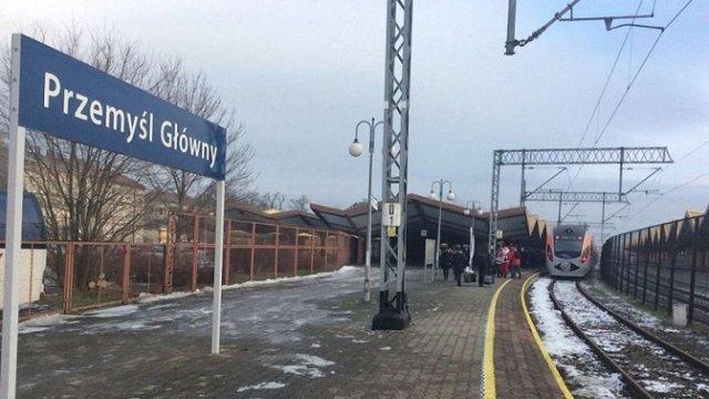 Не тільки літакі, а й залізниця. Як українських мігрантів повезуть у Польщу?