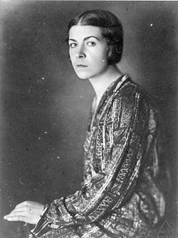 Photo of Olga Rudge, circa 1915.