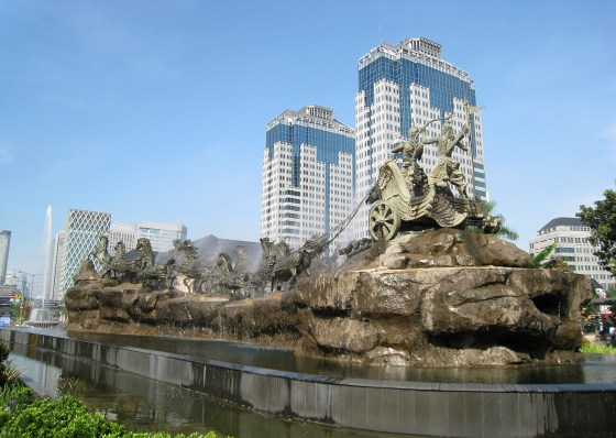 Arjuna Wijaya chariot statue and fountain in Central Jakarta. Photo by Gunawan Kartapranata used under a Creative Commons license. Click image for more information.
