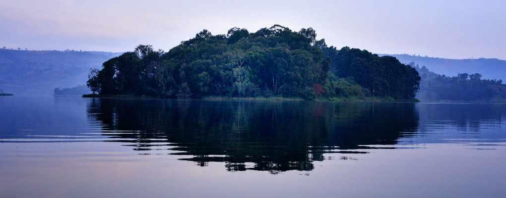 Uganda Lake Bunyonyi gorilla trek Bwindi Canoeing tour Gorillas and wildlife safaris