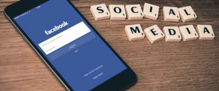 """Chasing """"Likes"""" – Children, Photos and Social Media"""