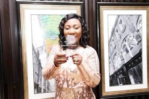 Naomi Assani Receives Award 3