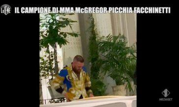 Le Iene braccano McGregor, altre scene surreali: sciabole sotto la giacca