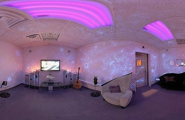 Inside-Princes-incredible-Paisley-Park-studios (1)