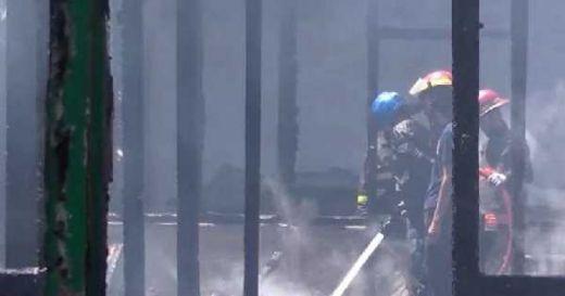 Diduga karena Tabung Gas Meledak, Satu Rumah hangus Terbakar di Lubuk Begalung