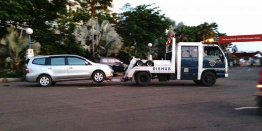 Awas, Sembarangan Parkir di Padang, Mobil Bakal Diderek