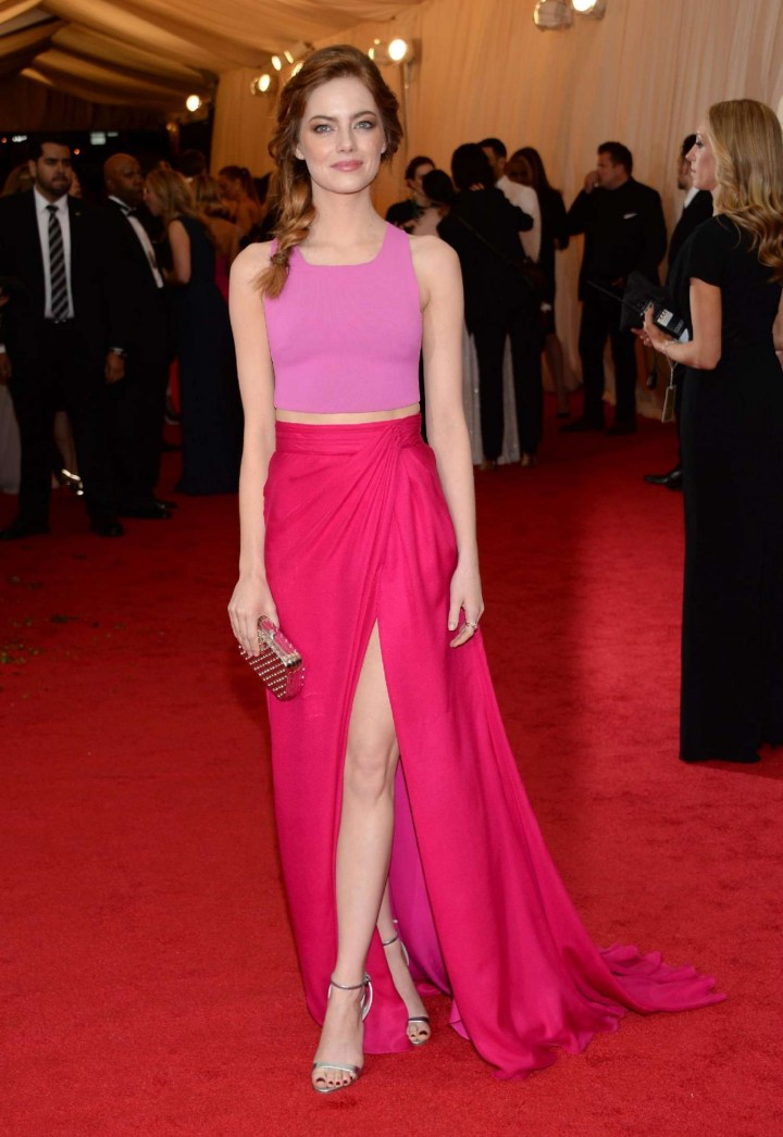 https://i2.wp.com/www.gotceleb.com/wp-content/uploads/celebrities/emma-stonea/charles-james-beyond-fashion-costume-institute-gala-in-ny/Emma-Stone---Met-Gala-2014--28-720x1046.jpg
