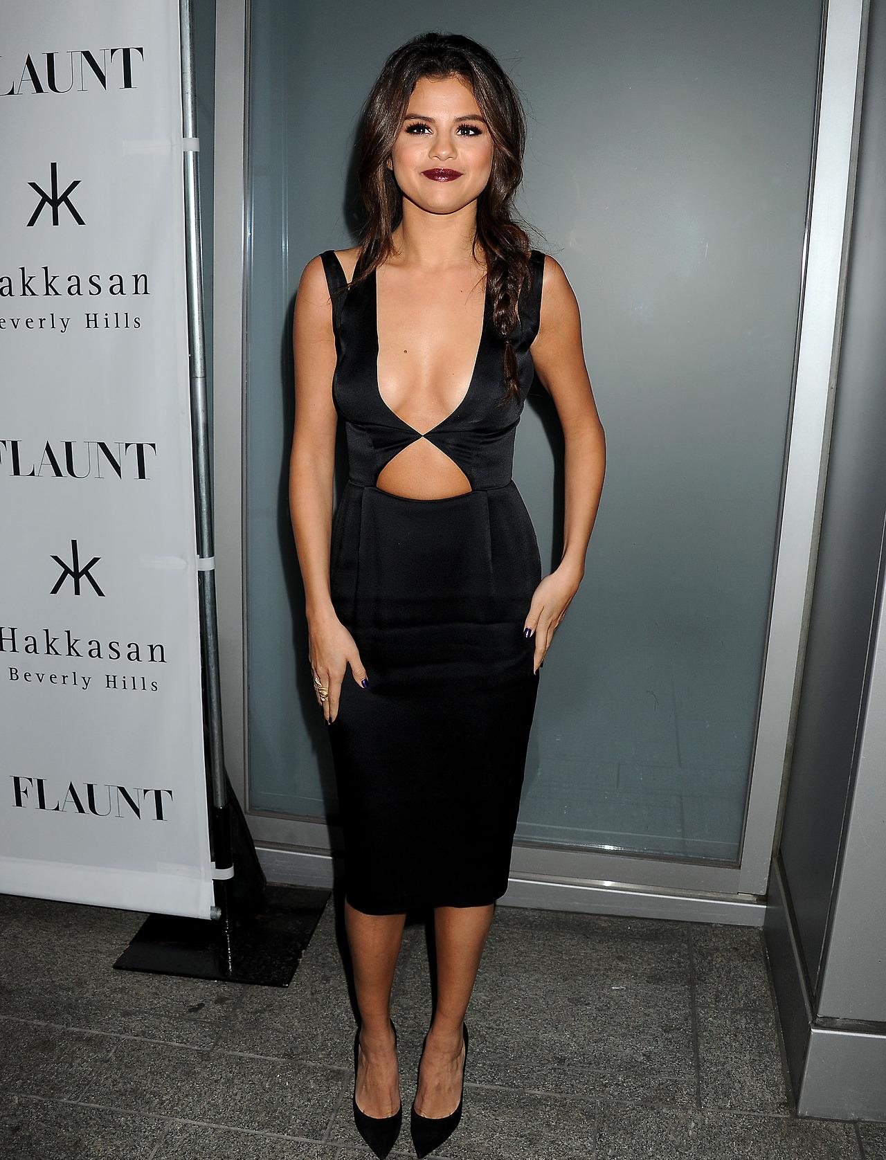 Recommend Selena gomez flaunt please You