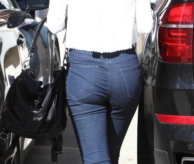 Selena Gomez In Tight Jeans 02