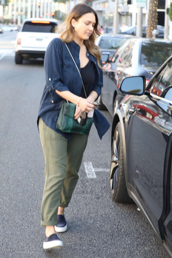 Jessica Alba: Leaving a business lunch -20