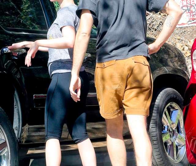 Scarlett Johansson Booty In Leggings