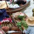 """השוק הגדול, שנמצא במחוז """"ראצ'בורי"""", רועש וגואש בסוחרים ותיירים בכל יום בין השעות 6:00-12:00. במקום הססגוני משייטות סירות סוחרים וספקים, וכן סירות תיירים רבות (300-600 בהט לשעה). תיירים מעטים יותר […]"""