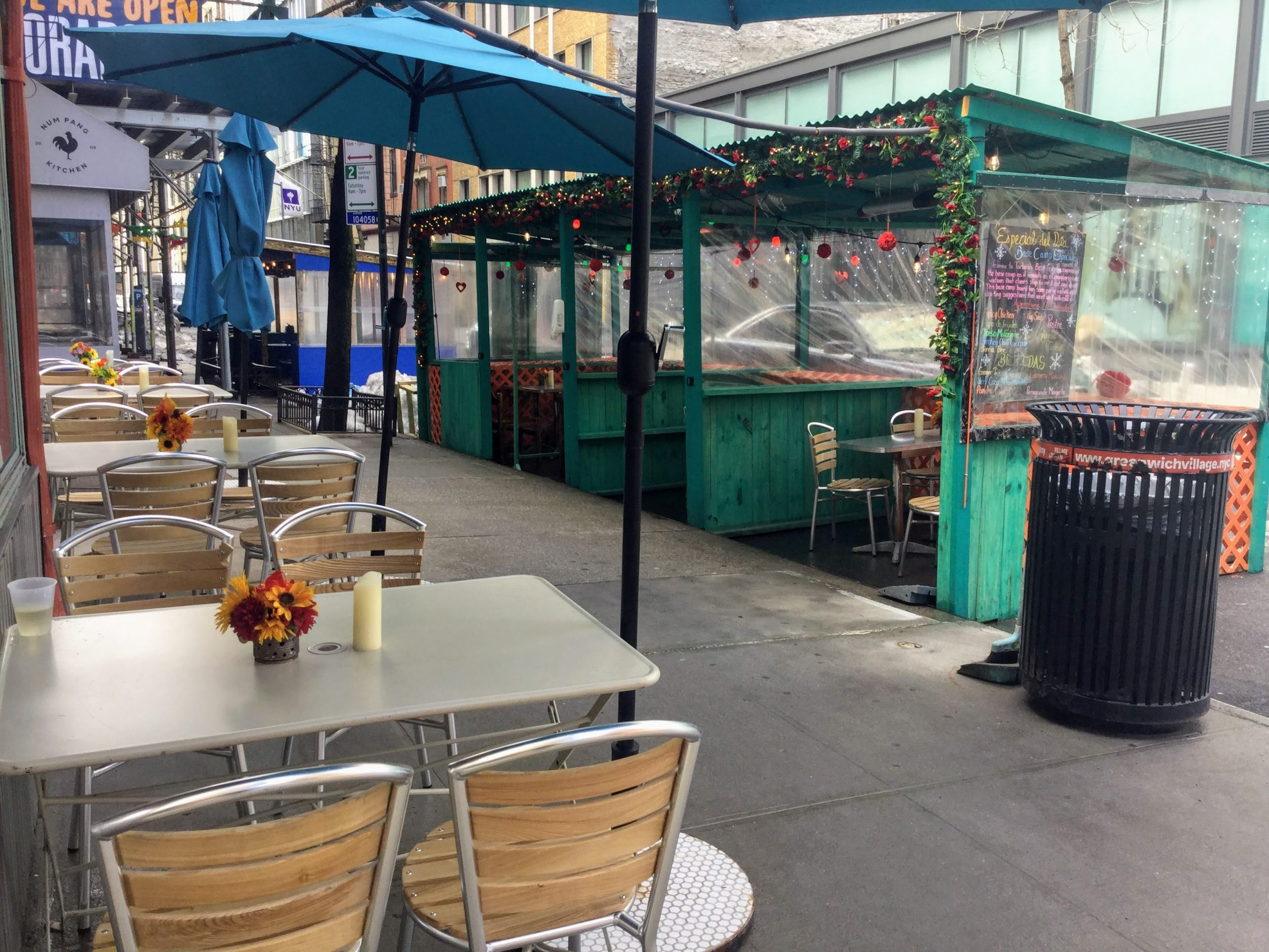 outdoor dining booths