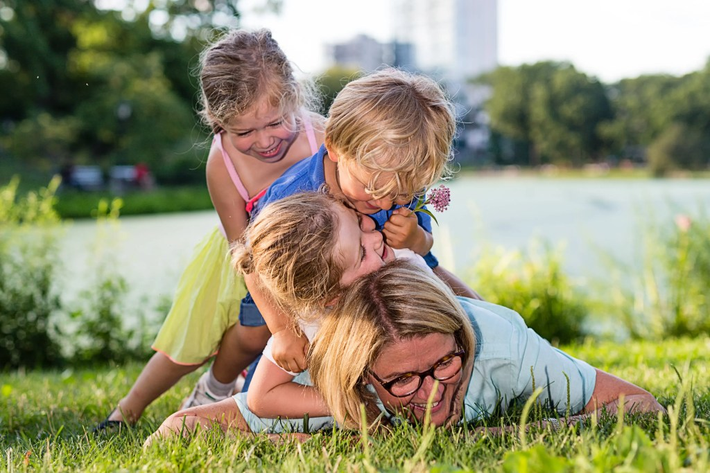 Candid-family-portrait-at-Central-Park.jpg