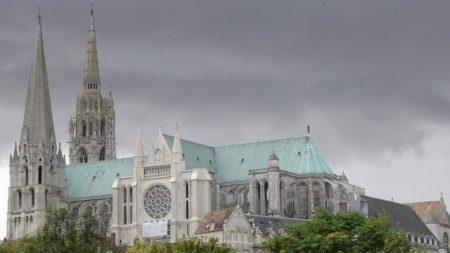 Chartres, la cattedrale gotica famosa per il labirinto e i simboli ...