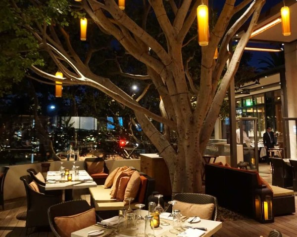 Newport Beach hotel & restaurant