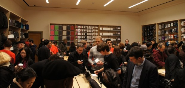 Grand Central Apple Store - Accessories Room