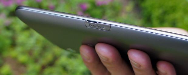 Samsung Galaxy Tab 2 7.0 microSD card slot