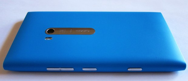 Lumia 900 Hits Canada, Arrives in the UK on April 27th