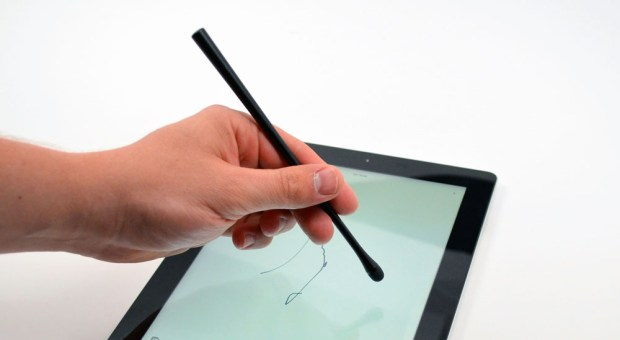 JoyFactory Monet iPad Stylus Review - hand