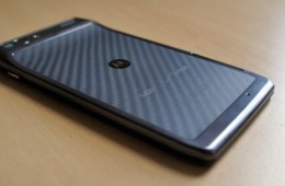 Droid RAZR owners are reporting ICS issues.