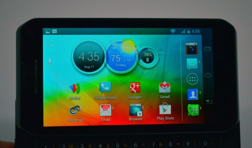 Motorola Photon Q 4G LTE Review - display
