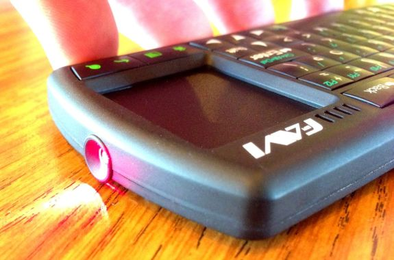 FAVI Bluetooth Tablet Keyboard with laser pointer