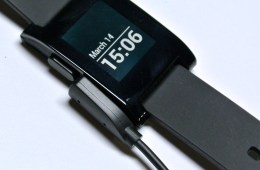 pebble charging cable connected