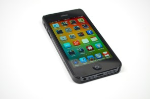 Spigen Saturn iPhone 5 Case Review - 3